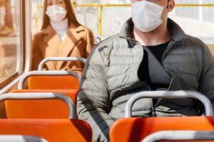 バス車内の飛沫防止として実施すべき7つの対策を紹介