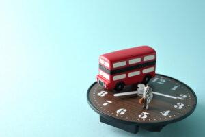 バス運転手のシフト管理の重要性や労働時間の基準を解説