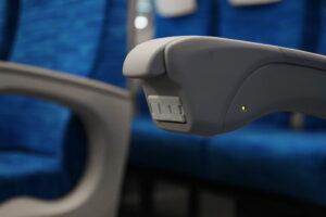 バスの乗客席にコンセントは必要?設置メリットと注意点を解説