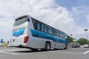 大型バスが停まれる駐車場の寸法や探し方を詳しく解説